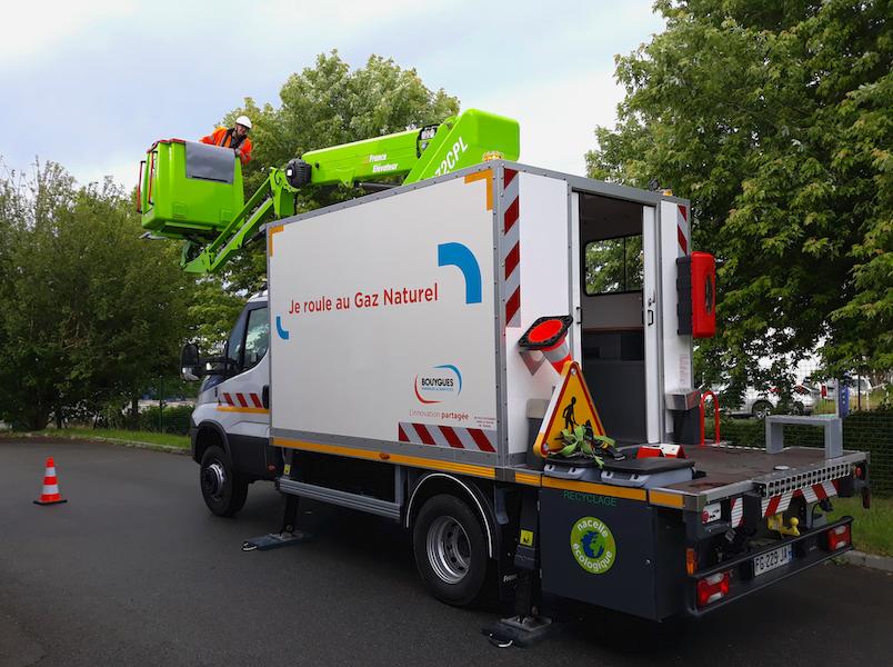 photo professionnels camion nacelle bouygues energie sciences